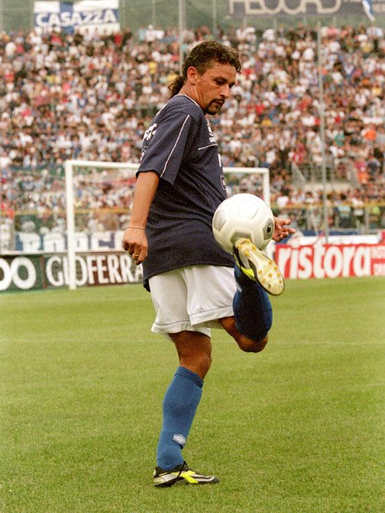 Roberto Baggio con el balón
