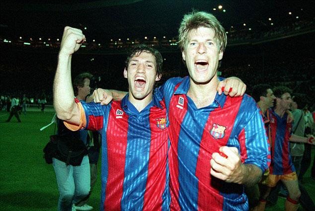 Laudrup celebrando la Champions League con Goicoechea