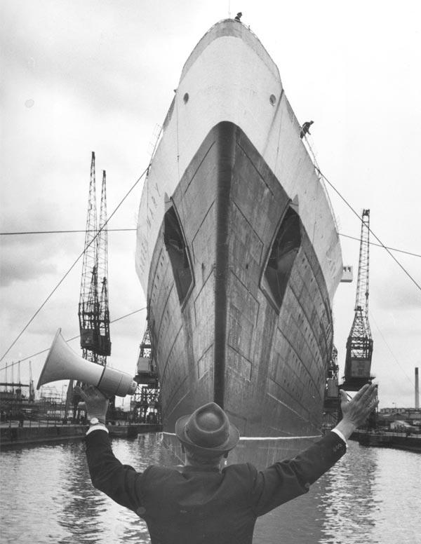 Barco zarpa de Southampton