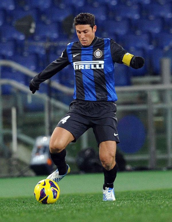 Zanetti jugando con el Inter de Milán