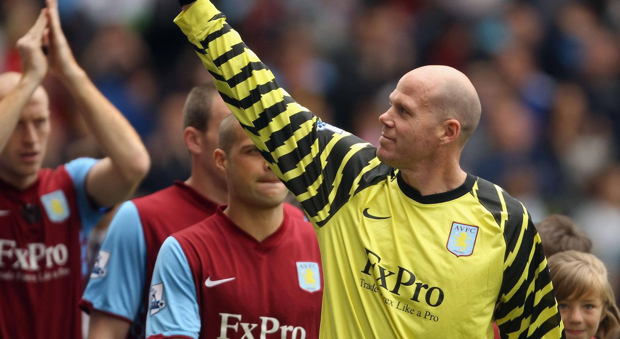 Friedel saluda en el Aston Villa