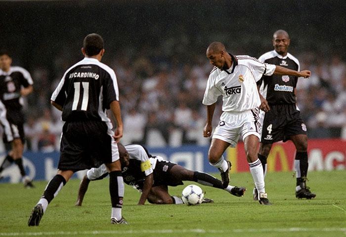 Anelka contra el Real Madrid en el Mundial de Clubes
