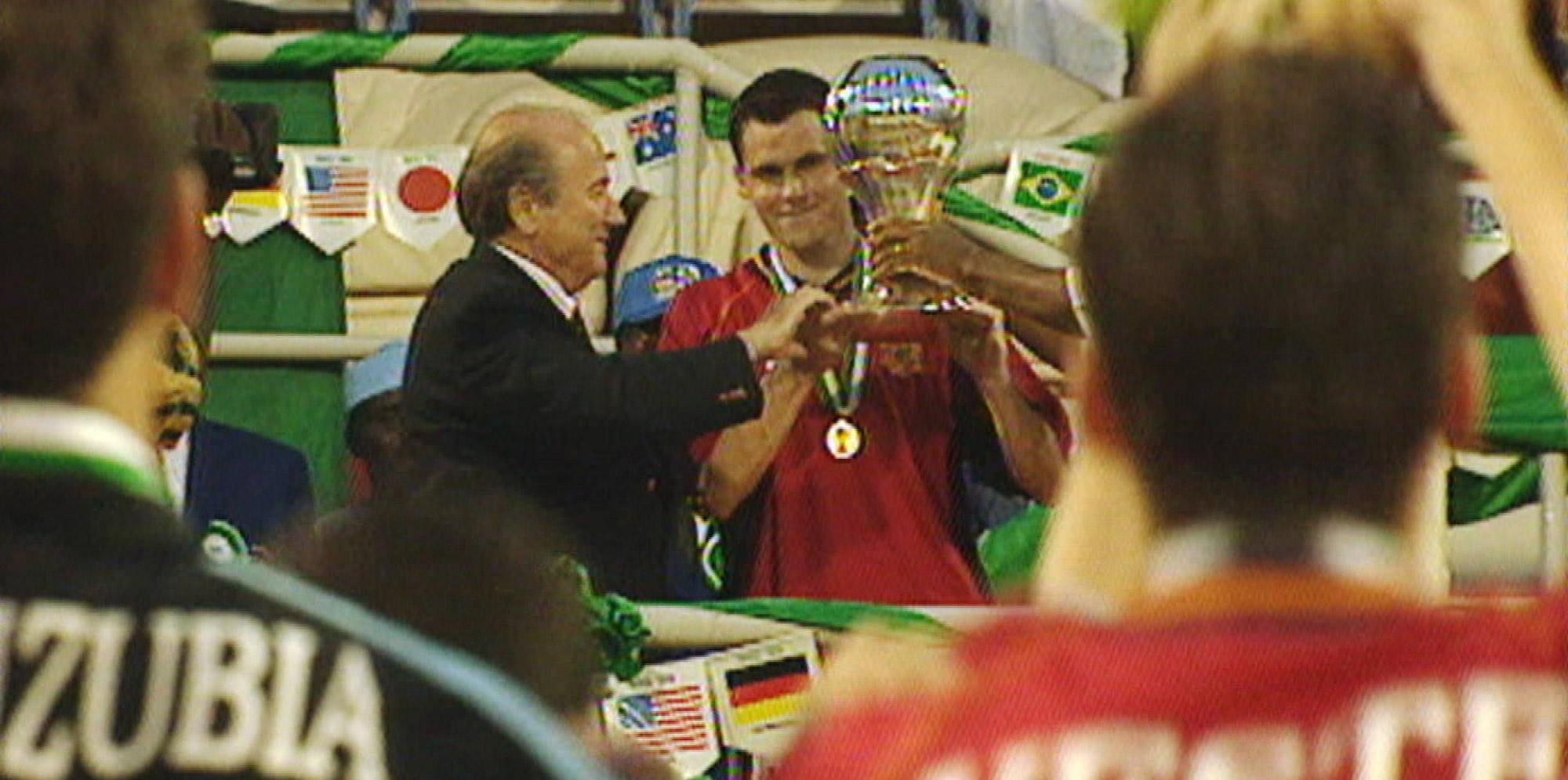 Orbaiz levanta el título de campeón del mundo Sub 20 con España en Nigeria 99