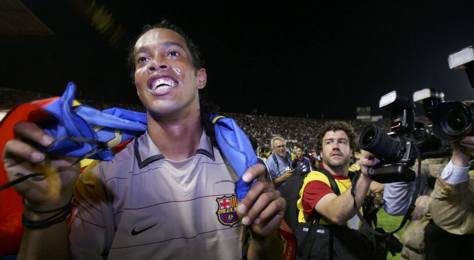 Ronaldinho celebra el título de Liga con el Barcelona