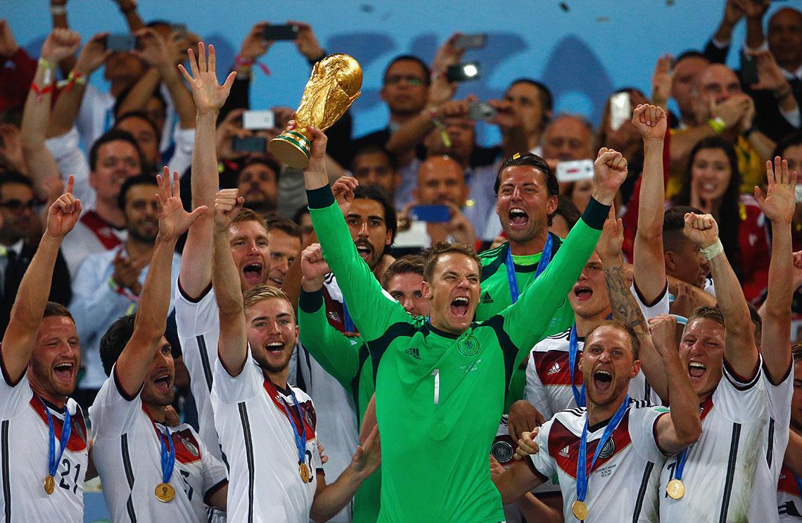 Neuer levanta la Copa del Mundo en Brasil 2014