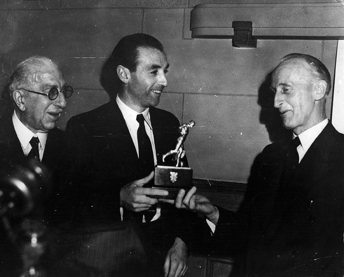 Stanley Matthews recoge premio como mejor jugador