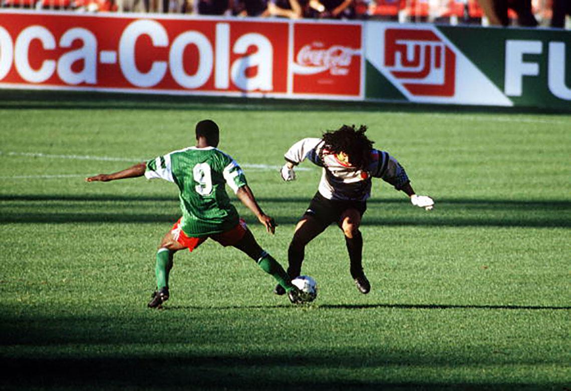 Milla e Higuita en el Mundial de 1990