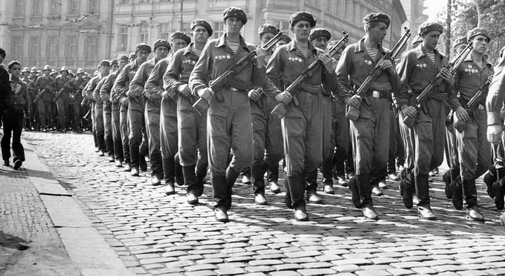 Ejercito comunista en Praga